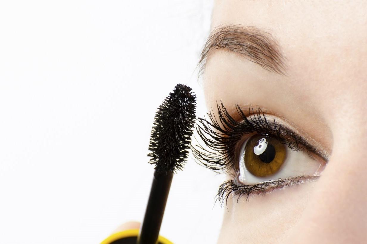 A la hora de colocar las pestañas postizas... ¿Antes o después del maquillaje?