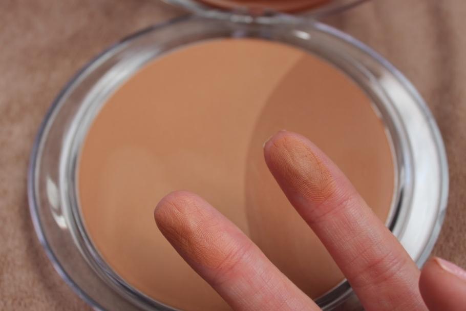 Cómo elegir el tono adecuado de polvos bronceadores