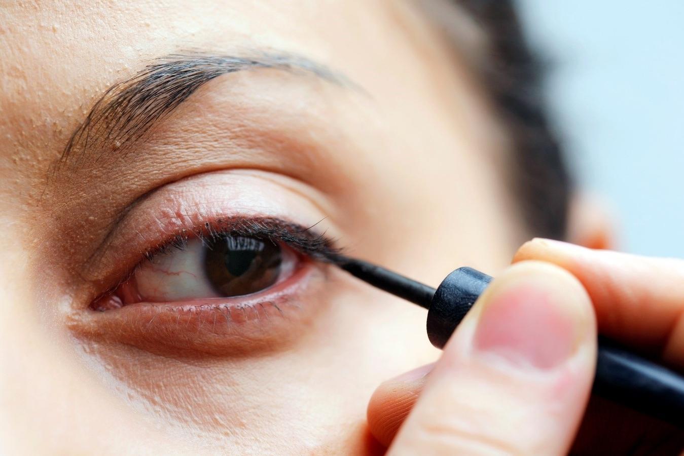 ¿Como se utiliza un delineador de ojos?