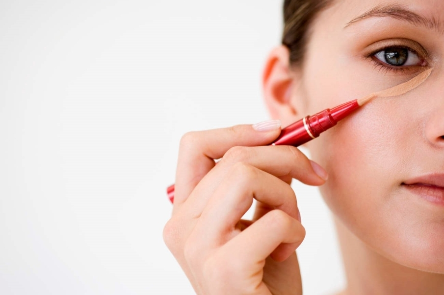 es-posible-disimular-las-ojeras-con-maquillaje
