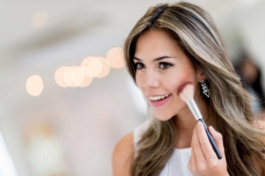 Hora de aplicar color: el colorete y lo labios
