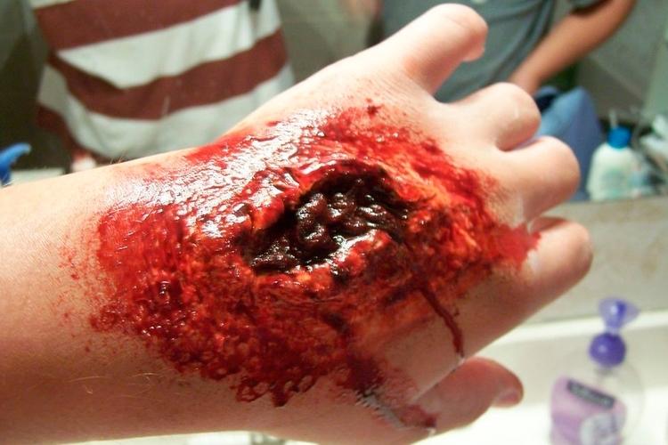 El Látex líquido sirve para crear heridas con profundidad o mucha carne