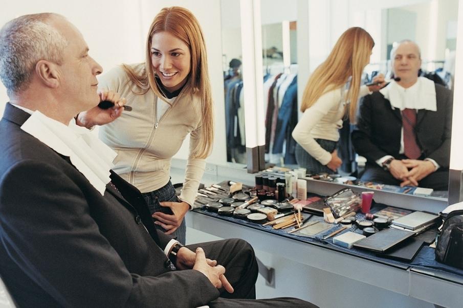Maquilladores profesionales en teatros y bodas
