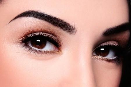 Maquillaje permanente en la cejas