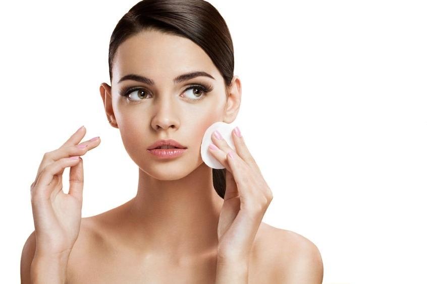 No realizar una limpieza adecuada de la piel
