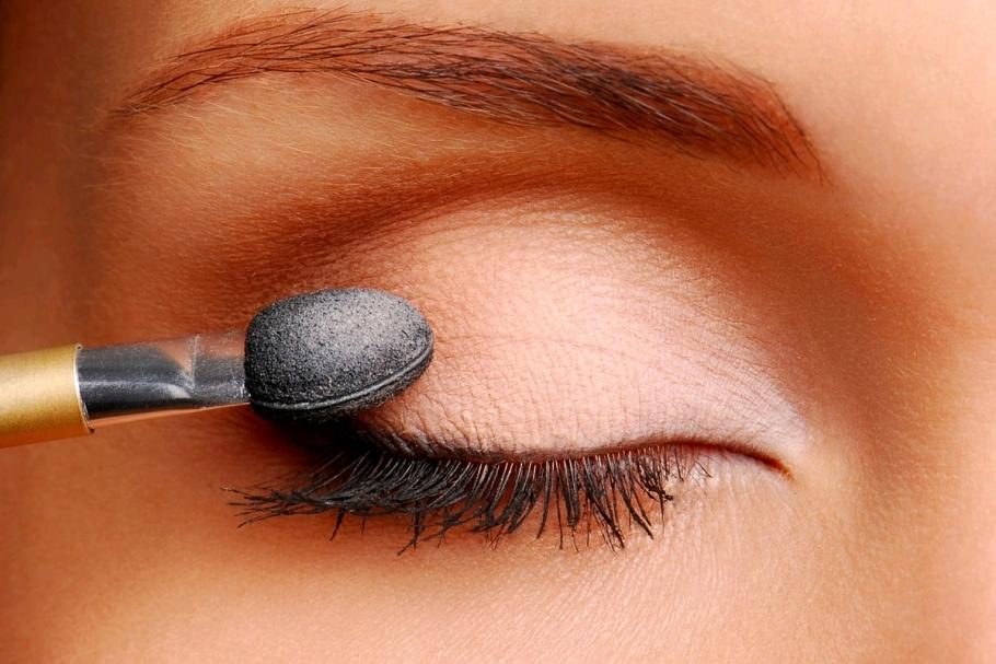 ¿Qué debemos saber acerca de la sombra de ojos? Tipos y consejos para su utilización
