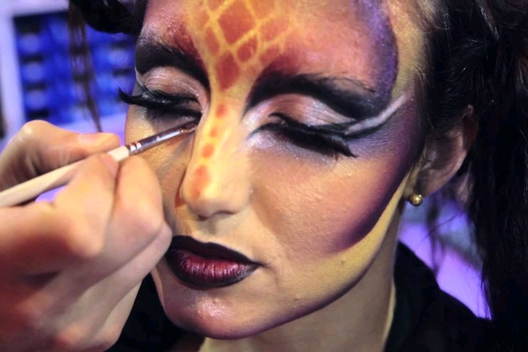 Se puede aplicar maquillaje con aerógrafo