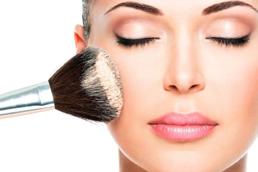 Tercer punto: fijar la base de maquillaje