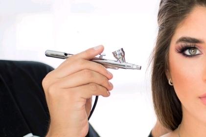 Ventajas y desventajas de usar el aerógrafo en el maquillaje
