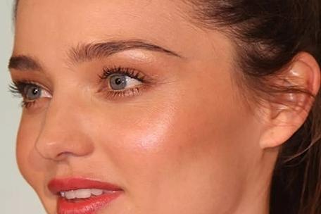 Visagismo - Maquillar la barbilla estrecha